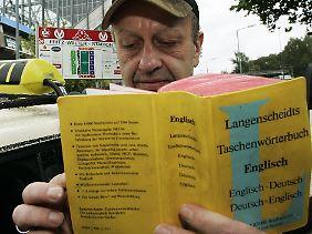 """""""Shit"""" und """"storm"""" finden sich vermutlich in diesem Wörterbuch. Die Kombination ist eher jüngeren Alters."""