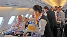 """Millionengehälter """"unzureichend"""": Streit über Managerboni bei Lufthansa"""