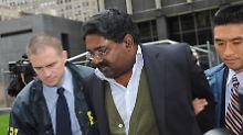 Raj Rajaratnam wird abgeführt.