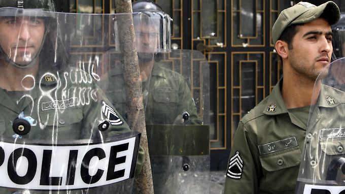 Die Polizei soll verhindern, dass die iranische Bevölkerung einen Blick ins ausländische Fernsehen wirft.