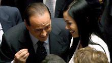 Sein Macho-Gehabe nervt: 98.000 Frauen versus Berlusconi