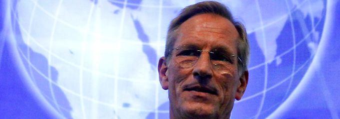 Harte Blicke Richtung Griechenland: Michael Diekmann.