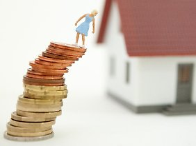 Nachrangdarlehen zu übernehmen, ist für die Bank ein Risiko. Daher lassen sich die Institute dies bei der Anschlussfinanzierung mit einem Zinsaufschlag bezahlen.