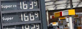 Mit 1,62 Euro für einen Liter Superbenzin E10 bewegt sich der Benzinpreis im bundesweiten Durchschnitt in der Nähe seines historischen Höchststandes.