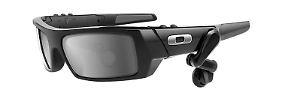 """Das Oakley-Modell """"Thump 2"""" - so könnte die Google-Brille aussehen."""