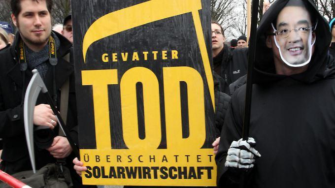 Vor der Kabinettssitzung protestierten Aktivisten in Berlin.