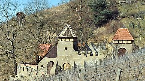 Zu unsicher, zu instabil, zu verboten: Die hessische Burg muss weg
