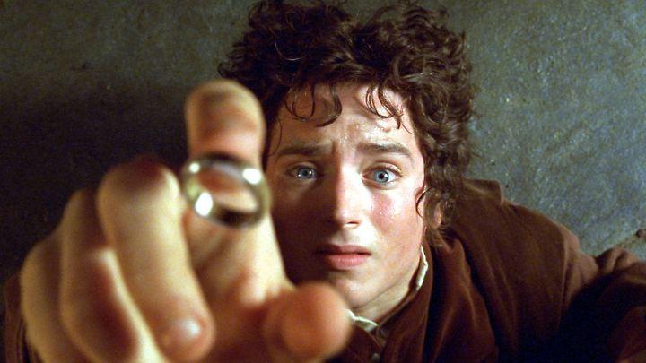 """Elijah Wood als Hobbit Frodo in einer Szene aus den """"Gefährten""""."""