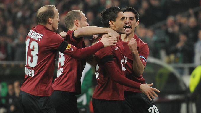 Mohammed Abdellaoue traf schon in der 4. Minute zur Führung für Standard Lüttich. Das traf auch zweimal durch Abwehrspieler Kanu, allerdings ins eigene Tor.