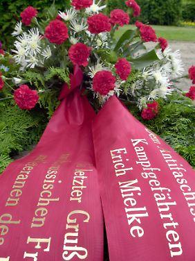 Beerdigt wurde Mielke, der im Alter von 92 Jahren verstarb, auf dem Zentralfriedhof Berlin-Friedrichsfelde.