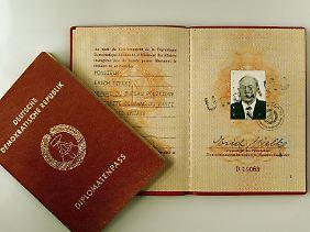 Der Diplomatenpass von Ex-Stasi-Chef Erich Mielke wurde im Jahr 2004 in Hamburg versteigert.