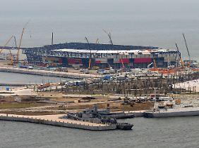 """Noch ist sie im Bau - aber bis zum Song Contest am 26. Mai soll die """"Krystal Hall"""" in Baku stehen."""