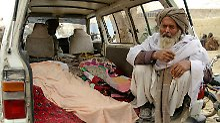 In zwei Etappen soll der Beschuldigte die Zivilisten getötet haben.
