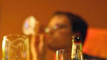 """Alkohol gilt bis heute als """"soziales Schmiermittel""""."""