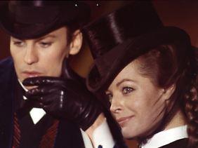"""Romy Schneider und Helmut Berger beim Dreh zu """"Ludwig II."""" unter der Regie von Luchino Visconti, im April 1972."""