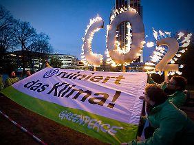Greenpeace-Protest vor dem Hamburger Congress Center.