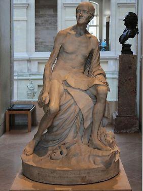 Sonst im Louvre, jetzt im Neuen Palais: der nackte Voltaire von Pigalle, 1776.