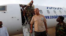Die Verhafteten - hier der norwegische Mitarbeiter einer Hilfsorganisation - sind inzwischen in Khartum gelandet.