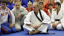 """Der inszenierte Präsident: """"Super-Putin"""" ist zurück"""