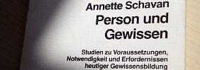 Die gebundene Dissertation der Bundesbildungsministerin.