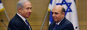 Regierungschef Netanjahu (l.) macht Mofas (r.) zu seinem Vize und gibt ihm einen Ministerposten ohne Amtsbereich.