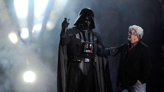 George Lucas (r.) mit seiner Schöpfung Darth Vader.