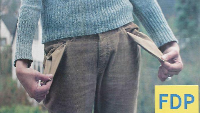Leere Taschen sagt die FDP den Wählern immer voraus, wenn andere Parteien regieren - so wie auf diesem Plakat aus dem Landtagswahlkampf 2005 in NRW.