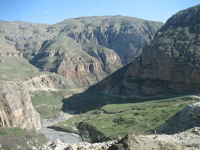 Bergpanorama in der Region Kuba (Quba).