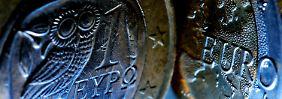 Griechenland wird mit Milliardenkrediten vor der Pleite bewahrt.