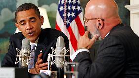 Obama bei einem Radiointerview 2009.