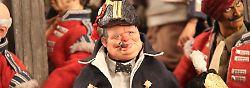 Churchill, wie man ihn kennt, immer mit Zigarre im Mund.