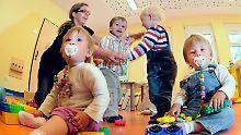 Theoretisch soll für alle Kinder ab August ein Betreuungsplatz vorhanden sein. Die Realität sieht anders aus.