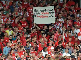 """Jubeln demnächst im """"Sparda-Bank-Hessen-Stadion"""": die Fans der Offenbacher Kickers. Viel Spaß."""