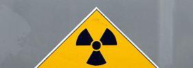Warnung vor radioaktiver Strahlung im Hafen Lubmin.