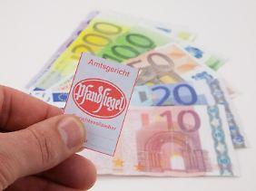 Riester-Verträge werden von Banken und Versicherungen gerne als pfändungssicher verkauft.