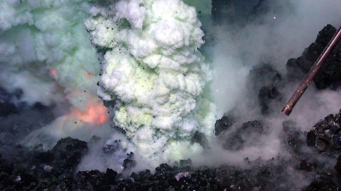 Das Bild zeigt den gewaltigen Vulkanausbruch in der Tiefsse.