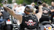 """Harley-Fahrer, Rotlichtbosse, Bluträcher: Wer sind die """"Rocker""""?"""