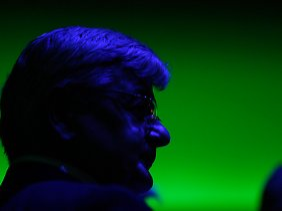Joschka Fischers als Übergrüner wirft trotz all seiner Erfolge auch noch immer einen Schatten auf die Partei: das überflüssige Amt des Spitzenkandidaten.
