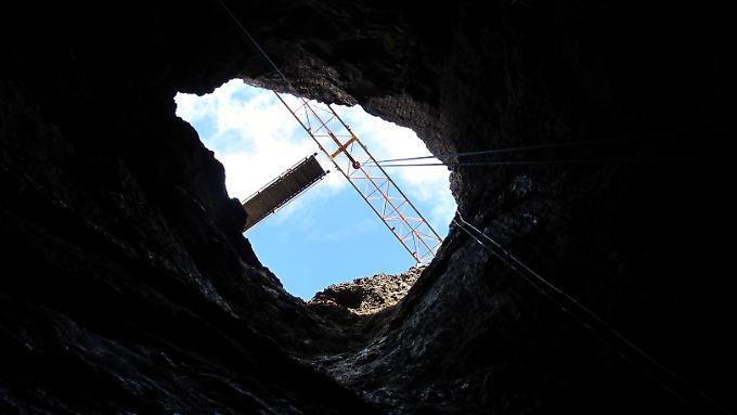 Auf dem Weg in die Tiefe: Vom Krater des Vulkans bis zum Boden der Magmakammer sind es 120 Meter.