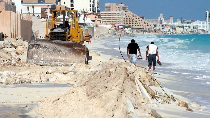 """Wiederaufbau in Cancun nach Hurrikan """"Wilma"""" (Dezember 2005)"""