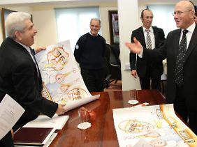 Christofias (l) und Talat (r) bei einem Treffen im Dezember 2009.