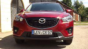 In der Front findet sich die neue Formsprache von Mazda.