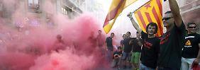 Arbeiter drücken in Barcelona ihren Frust aus.