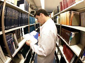 Ärzte müssen sich regelmäßig neue Kenntnisse aneignen. Manche nutzen dafür die Besuche der Pharmareferenten.
