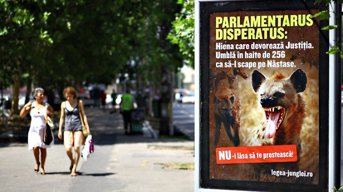 Ein Wahlplakat in Rumänien kritisiert die Aushebelung der Rechtsstaatlichkeit in Rumänien.