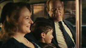 Heile Welt der Fünfziger: die Familie im Auto beim Musikhören und Lieder-Raten.
