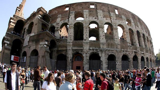 Zerbröckelnder Touristenmagnet: das Kolosseum in Rom muss saniert werden, jetzt soll es endlich losgehen.