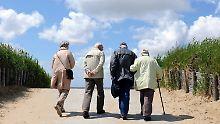 Die monatliche Rente der Betroffenen stieg um durchschnittlich knapp 60 Euro.