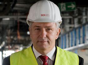 Chefaufseher Klaus Wowereit will eine staatliche Finanzspritze für BER.