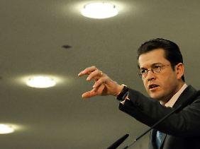 """""""Offenere, präzisere Sprache"""": Verteidigungsminister Guttenberg."""